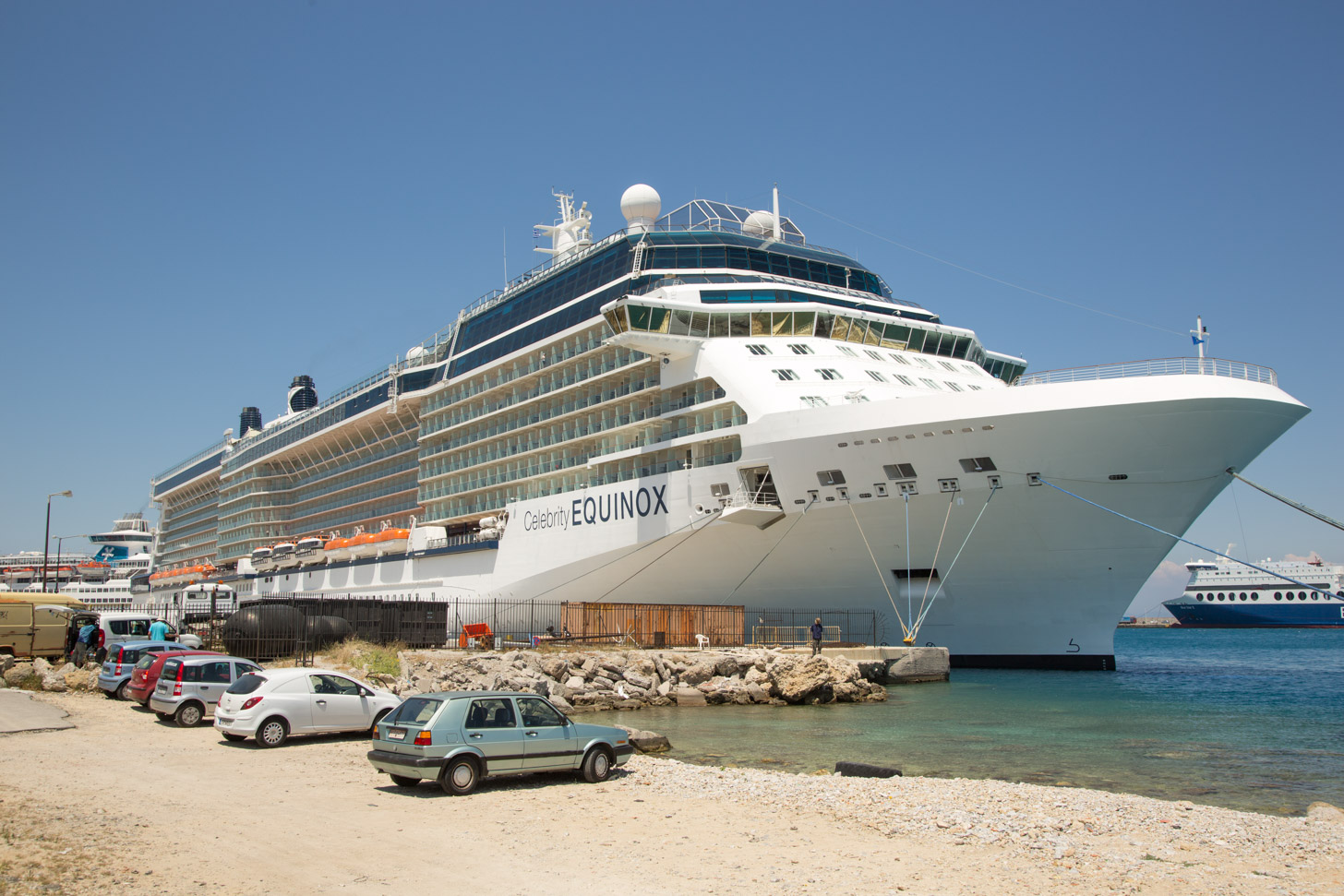 Een cruiseschip in Rhodos Stad