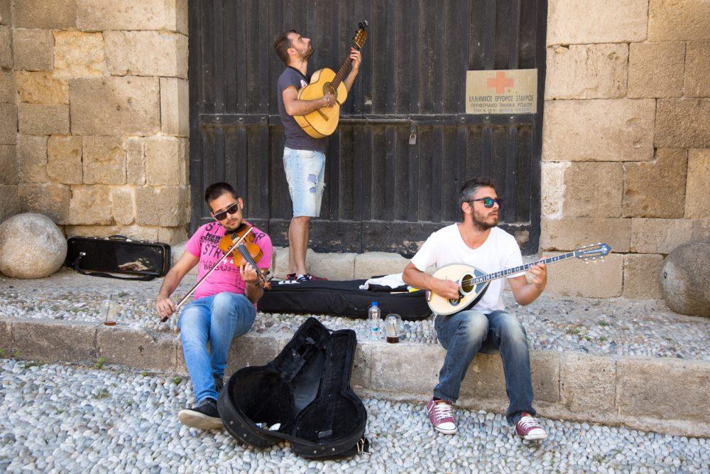 Muzikanten in het oude hart van Rhodos-stad