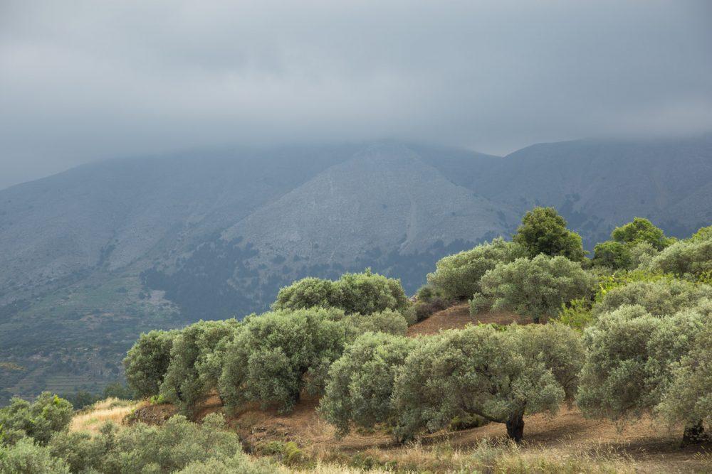 bewolkt weer boven het binnenland van Rhodos